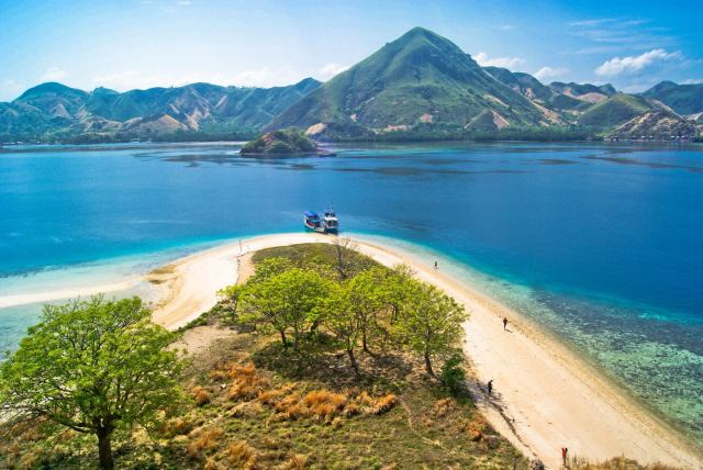 Komodo-Island-Travel-Kelor-Island